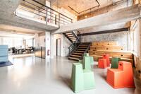 Für Greyfield realisierten die Projektpartner ein Bürokonzept auf zwei Etagen